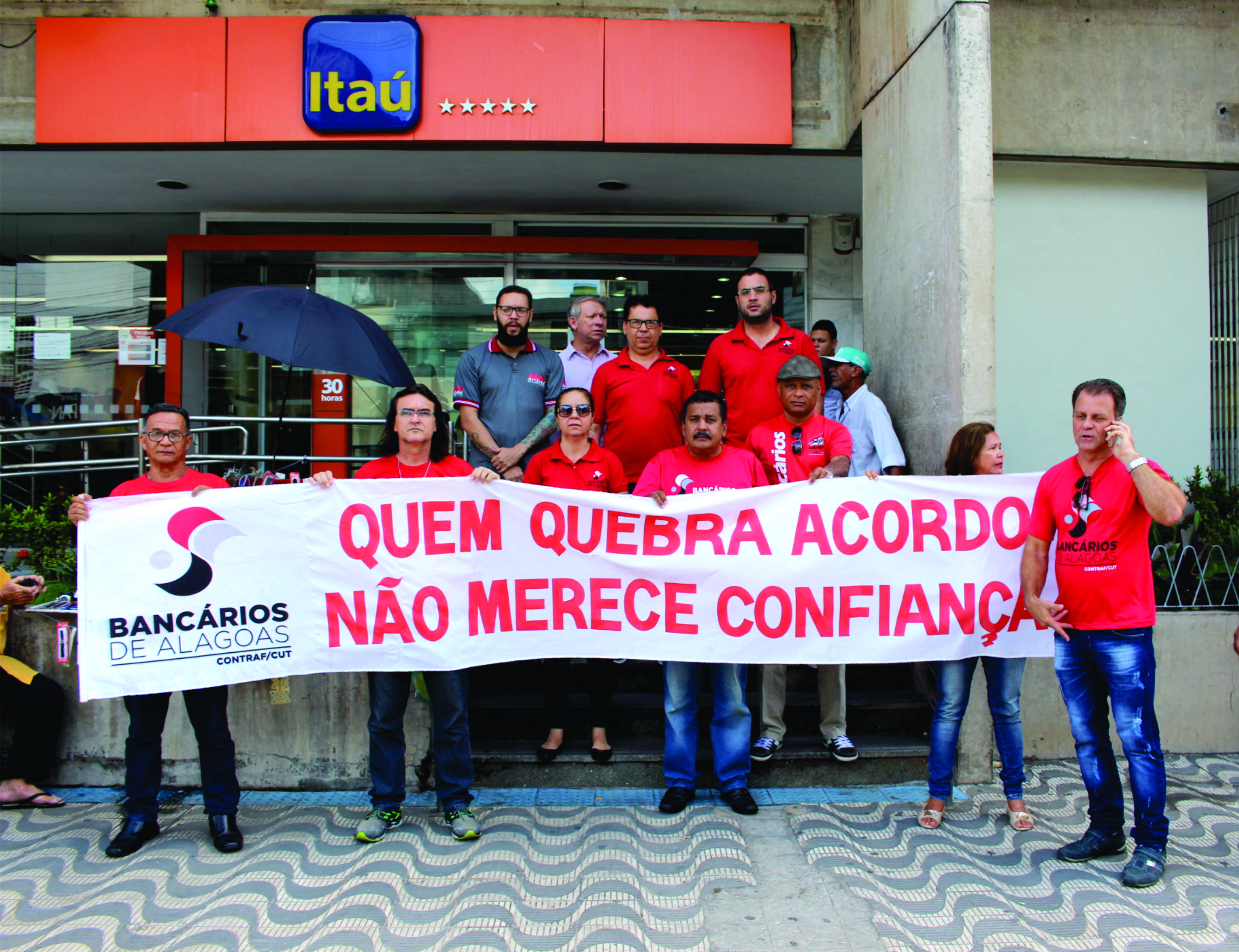 Protesto na agência central do Itaú